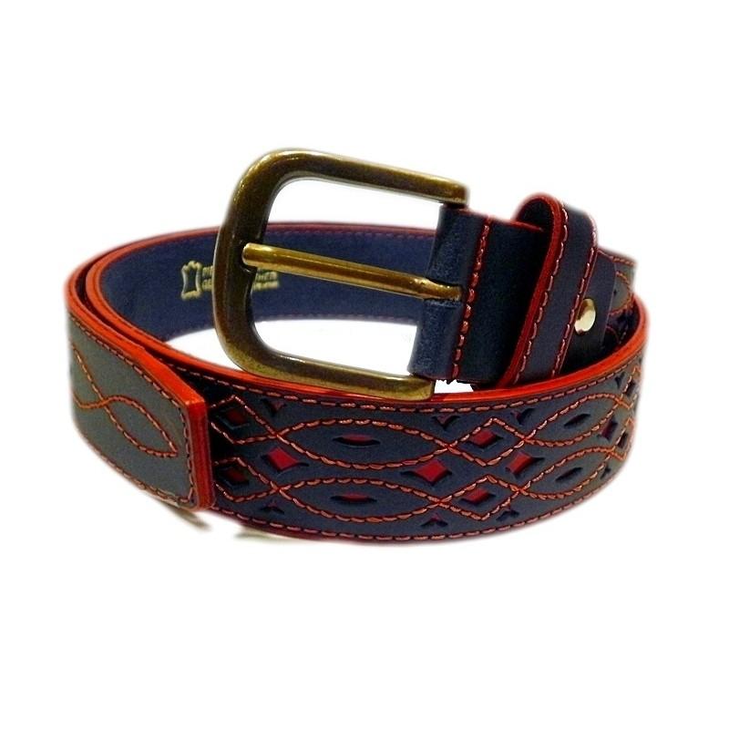 Cinturon de cuero calado azul fondo rojo