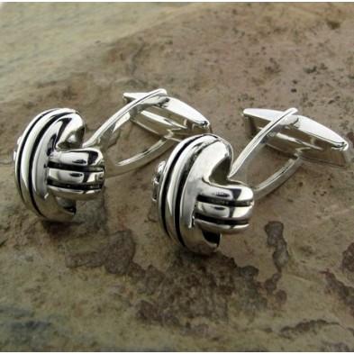 Gemelos de plata con nudos cruzados