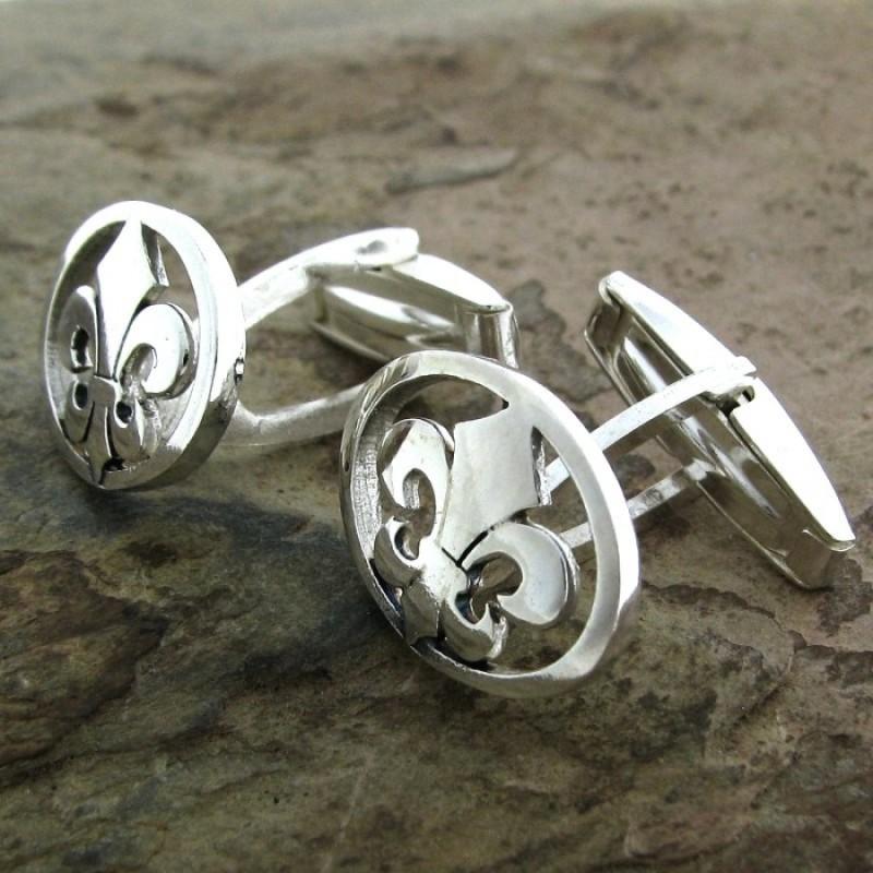 Gemelos de plata con forma de flor de lis