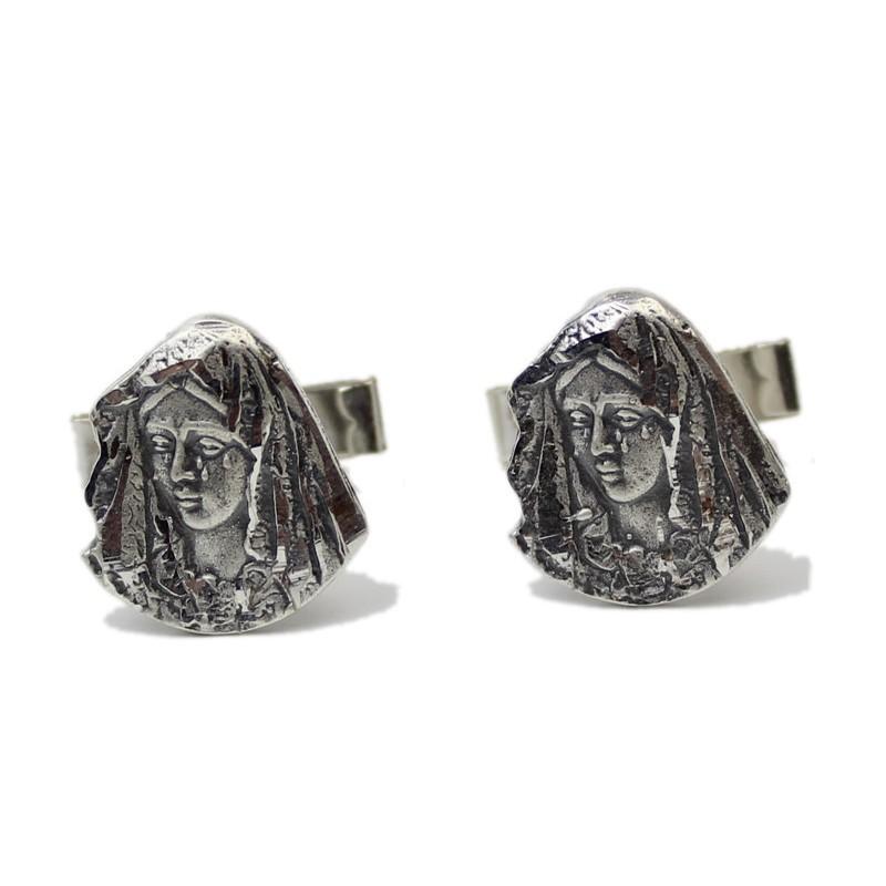 Gemelos de plata con el rostro de la virgen Macarena